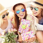 Top 10 món quà 20-10 cho đồng nghiệp nữ mà chị em nào cũng thích (năm 2020)