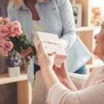 財布は毎日使う実用的なアイテムで、お母さんへのギフトとしても多く選ばれています。この記事では編集部がwebアンケート調査などを元に厳選した、贈り物に最適な財布を扱うブランドをランキング形式で紹介します。プレゼント選びに悩んでいる人は、ぜひ最後までチェックしてください。