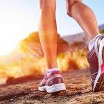 Membeli sepatu untuk olahraga tidak bisa asal pilih saja. Kamu harus menyesuaikan tipe sepatu dengan bentuk kaki. Tujuannya agar kaki tetap nyaman saat berlari ataupun saat melakukan olahraga lainnya. Agar tidak salah pilih sepatu, simak pembahasannya lebih lanjut, ya!