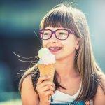 Tidak semua kacamata bisa digunakan oleh Anda yang berhidung pesek. Tidak hanya mengurangi keindahan tampilan, tapi juga berpotensi melorot apabila kacamata yang Anda gunakan tidak pas. Berikut BP-Guide memberikan rekomendasi kacamata yang paling pas untuk Anda yang berhidung pesek.