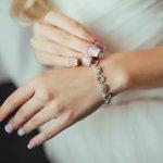 Perhiasan adalah salah satu benda yang dapat mempermanis penampilan. Tak melulu emas dan perak, logam lain seperti titanium juga bisa membuat penampilanmu makin oke. Simak  rekomendasi gelang titanium beserta ulasan manfaatnya dari BP-Guide berikut ini