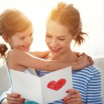 Gợi ý 10 món quà tặng mẹ 20/10 tự làm ý nghĩa (năm 2020)