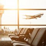 यात्रा का एक नया अर्थ निकल आया है। यह अब केवल अपने गंतव्य तक पहुंचने के बारे में नहीं है, बल्कि यात्रा का आनंद लेने के बारे में भी है। और कभी-कभी इसका मतलब है कि आप हवाई अड्डे पर पहुंचने के ठीक बाद, विमान पर चढ़ने से पहली ही। हवाई अड्डे के भीतर आजकल क्या नहीं मिलता - शानदार दुकानें, मनोरंजन के साधन, और तो और, पूरा बाजार से लेकर, झरना और वर्षावन, और पूरी हवाई जहाज़ भी! दुनिया के सबसे अच्छे हवाई अड्डों पर क्या पाया जा सकता है, इस पर चकित होने के लिए आगे पढ़ें।