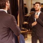 Momentum lulus dari perguruan tinggi adalah saat yang sangat dinantikan oleh setiap mahasiswa. Untuk kamu para pria yang ingin tampil lebih stylish di momen membahagiakan ini, kamu bisa melengkapi penampilanmu dengan menggunakan dasi. Tetapi, dasi yang seperti apa, ya? Langsung simak aja bersama BP-Guide nih.
