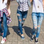 Sudah tentu celana jeans dapat menunjang penampilan wanita yang suka berpenampilan santai. Tentunya, brand dari celana jeans akan turut mendongkrak penampilan kamu. Buat kamu pecinta jeans, BP-Guide akan menghadirkan aneka jelana jeans branded yang akan membuat penampilan kamu semakin keren.
