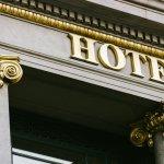 Di tengah hits-nya backpack traveling, banyak juga high end traveler yang mengincar hotel-hotel mewah. Apa saja hotel mewah di seluruh dunia yang menjadi favorit para traveler? Ini dia rekomendasi BP-Guide hanya untukmu.