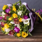 退職は多くの人にとって人生のひとつの節目であり、退職祝いには感謝とねぎらいの意味を込めた花束のプレゼントがよく選ばれています。そこで今回は、退職祝いに人気がある花束の【2019年最新情報】をご紹介します。花束は退職祝いの定番とはいえ、どんな花を贈るか迷うケースが多いです。新しい生活の門出を祝うのに相応しい花束選びにぜひお役立てください。