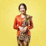 Kebaya kartini adalah salah satu kebaya yang populer. Kebaya ini terinspirasi dari kebaya yang digunakan Ibu Kartini makanya dinamakan kebaya kartini. Modelnya khas dan pilihan warnanya banyak. Kamu bisa tampil keren dengan kebaya kartini ini. Nah, yuk cek rekomendasinya dari kami!