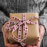 Kado Natal adalah simbol perhatian untuk orang terkasih. Jadikan Hari Natal lebih istimewa dengan kado yang sederhana namun tetap istimewa. BP-Guide memberikan beberapa rekomendasi kado Natal yang cocok untuk diberikan kepada pria maupun wanita.