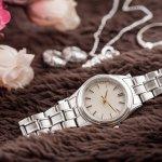 彼女や妻の誕生日に腕時計を贈る男性はきっと相手の事をとても大切に考えていると思います。だからこそどの腕時計にしようか迷ってしまいます。ここでは、さまざまなブランドの腕時計の情報を、【2017年度 最新版】ランキングも含めて紹介しますので、ぜひ参考にして下さい。