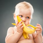 Pisang merupakan salah satu buah yang pas untuk menjadi makanan pertama bayi sesudah ASI. Rasanya enak dan lezat, pasti disukai bayi. Kelebihan lainnya adalah teksturnya yang lembut dan pasti disukai bayi Anda. Ingin membuat makanan bayi berbahan dasar pisang, yuk simak di bawah ini!