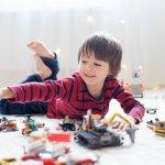 Fungsi mainan untuk anak-anak tak cuma sebagai benda penghilang rasa bosan, tetapi juga untuk merangsang kemampuannya dalam berbagai hal. Karena itu sebagai orang tua atau orang dewasa, Anda tidak boleh menyepelekan fungsi dari mainan. Untuk anak laki-laki tentunya ada jenis mainan yang khusus dapat membantunya dalam belajar banyak hal. Ingin tahu apa saja mainan yang baik bagi anak laki-laki? Simak di artikel satu ini.
