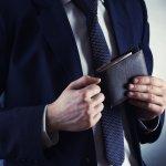 Dompet adalah salah satu item fashion wajib yang mesti dimiliki pria masa kini. Kalau Anda sedang mencari referensi dompet unik untuk memperkeren penampilan, Anda bisa simak tips memilih dompet dan rekomendasi BP-Guide berikut ini!