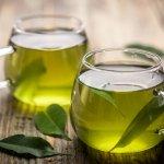 Minum teh sudah jadi tradisi kita sehari-hari. Namun, teh jenis apa nih yang paling sering kamu minum? Sudah pernah coba teh hijau? Meski rasanya lebih pahit, namun teh yang satu ini kaya manfaat untuk kesehatan tubuh, loh. Simak bersama manfaat rutin minum teh hijau dan juga rekomendasi tehnya dari kami!