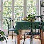 Ada banyak cara untuk membuat rumah lebih indah, salah satunya dengan menambahkan elemen dekorasi yang menarik. Lapisi meja dengan taplak yang cantik agar ruangan semakin ciamik. BP-Guide punya rekomendasinya untukmu.