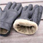 手を温かくしてくれ、寒さから防いでくれる手袋ですが、実用的なだけでなくおしゃれのいちアイテムとしても注目されています。 手袋にも様々な種類があり、スマホが普及している現代にはもってこいのスマホ用手袋も発売されています。 また、デザインも豊富で、素材にもこだわっているものもあり、プレゼントとして手袋は非常に喜ばれます。 ここでは、人気の理由と、プレゼントする際に失敗しない選び方、種類、おすすめのブランド、コスパのいいブランドについて詳しく紹介します。