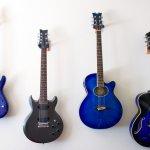 Kamu yang gemar bermain gitar, tentunya tidak ingin gitar kesayangan cepat rusak dan kualitasnya tak lagi bagus, bukan? Agar gitar awet kamu harus menyimpan gitar dengan benar, salah satunya dengan cara menggantungnya pada gantungan gitar khusus. Nah, langsung aja yuk, intip gantungan gitar dari berbagai merk terbaik saat ini!