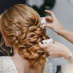 Rambut adalah mahkota wanita. Istilah itu benar adanya karena model dan warna rambut seorang wanita dapat mempengaruhi aura yang terpancar dari dirinya. Nah, agar tidak salah memilih aksesori untuk rambutmu, pahami tips dan pilih rekomendasinya dari BP-Guide, ya!