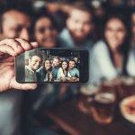 Selfie sendiri atau bareng teman-teman menjadi salah satu kegiatan wajib, terutama ketika kumpul-kumpul. Hal ini bisa mengabadikan setiap momen bersama, juga menjadikan hubungan persahabatanmu menjadi semakin akrab. Tentunya, hasil selfie-nya juga harus bagus dong.