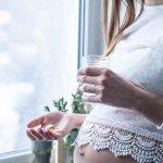 Ibu hamil membutuhkan asupan mikronutrien yang lengkap, mulai dari karbohidrat, protein, dan juga lemak. Selain itu, dibutuhkan juga asupan vitamin dan mineral agar kesehatan ibu dan janin makin terjamin. Simak cara memilih suplemen vitamin dan juga rekomendasinya dari BP-Guide!