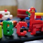 Memilih mainan yang edukatif pasti jadi hal yang diutamakan bagi para oarangtua. Tentu saja anak agar anak tidak hanya sekadar main, namun dapat mengambil pelajaran dari permainannya. Nah, Anda sebagai orangtua perlu tahu mainan edukatif bagi anak itu seperti apa. Langsung simak bersama BP-Guide, yuk!
