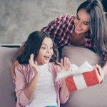 Bạn muốn dành tặng cho bé nhà mình một món quà thật phù hợp và ý nghĩa những chưa biết lựa chọn món quà nào. Bạn muốn tìm một món quà vừa giúp bé học tập vừa giúp bé phát triển những kỹ năng của bản thân. Bạn không biết nên lưu ý những gì khi chọn quà cho bé. Đừng lo, bài viết dưới đây giải đáp những thắc mắc này cho bạn.