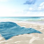 Liburan ke pantai? Kamu wajib bawa handuk pantai dong. Kamu bisa memakainya sebagai alas berjemur, bisa juga memakainya untuk menutup tubuh saat memakai baju renang. Kamu bisa juga memakainya untuk mengeringkan tubuh. Yuk, cek rekomendasinya dari kami!