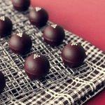 Nhắc đến chocolate mọi người sẽ nhớ đến những nước châu Âu nổi tiếng với món ăn này như Thụy Sĩ, Bỉ, Pháp,... Nhưng tại chính Việt Nam cũng có một thương hiệu chocolate đang mỗi ngày vươn mình lên để sánh ngang với bạn bè quốc tế. Không chỉ sản xuất chocolate bằng chính những nông sản quê nhà, nhãn hiệu này còn đưa cảnh đẹp, con người Việt Nam đến mọi miền thế giới. Hãy cùng Bp-guide tìm hiểu về Legendary Chocolatier, một thương hiệu chocolate của Việt Nam qua bài phỏng vấn dưới đây.