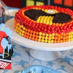The Incredibles are loved by all. It is a family with everyone having superpowers. So, if your little one wants to throw a birthday party, make it super-power charged with these Incredibles 2 party favours. You can thank us later!