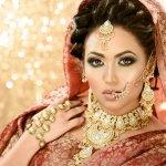 Bagi yang sering melihat film-film Bollywood atau serial dari Hindi ini tentunya akan sering melihat wanita India yang sedang mengenakan baju tradisional Sari dan juga mengenakan perhiasan India lengkap. Tidak hanya satu atau dua perhiasan yang dikenakan melainkan beberapa perhiasan, dan tiap anggota tubuh, tangan, kaki, leher, hidung ke telinga pun tidak luput pasti terlihat memakai perhiasan. Ingin tahu informasi tentang perhiasan India beserta rekomendasi yang dijual disini Simak pembahasan dari BP-Guide berikut.