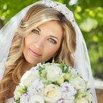 Tak seperti pengantin pria, pengantin wanita tentu membutuhkan lebih banyak aksesoris untuk membuat tampilannya lebih cantik dan menawan. Anda akan melangsung pernikahan? Tak ada salahnya intip tips memilih aksesoris pengantin yang tepat dan rekomendasinya dari BP-Guide berikut ini!
