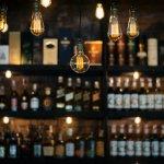 Minuman keras menjadi salah satu pilihan minuman yang bisa digunakan dalam berbagai acara. Namun, untuk memastikan minuman tersebut asli, karena minuman tersebut diimpor dari luar negeri, perlu ketelitian tinggi. Bagaimana cara memastikan minuman tersebut adalah asli?