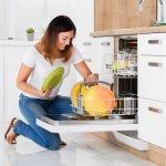 Mencuci piring bisa jadi kegiatan yang sangat menyita waktu, tapi harus kamu lakukan untuk menjaga dapur tetap bersih. Tidak perlu repot, kini kamu bisa menggunakan mesin cuci piring yang lebih praktis dan efisien. BP-Guide punya rekomendasinya nih buat kamu.