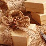 Terkadang memilih hadiah yang berkesan untuk seseorang cukup membingungkan. Sebenarnya banyak barang yang bisa dijadikan hadiah. Namun, akan lebih baik bila hadiah yang dipilih adalah hadiah yang ramah lingkungan. Berikut beberapa rekomendasi hadiah ramah lingkungan yang bisa jadi pilihan versi BP-Guide.