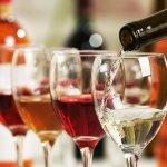 同僚や友達などを送り出す送別会でのプレゼントに迷ったら、お酒やワインを選んでみませんか?今回は、【2021年最新情報】として送別会のプレゼントに人気のお酒・ワインをまとめました。おしゃれな名入れボトルや人気の飲み比べセットなど、おすすめ商品が満載ですので、ぜひ参考にしてください。