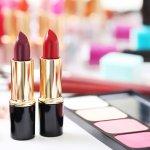 Maybelline, brand kosmetik yang satu ini memang sudah sangat populer di Indonesia dan punya banyak produk makeup yang beragam. Ingin tampil cantik dengan brand yang satu ini? Yuk coba varian lipstik keluaran Maybelline yang banyak jadi favorit orang berikut ini!