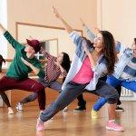 Menari adalah kegiatan yang disukai oleh banyak orang. Bukan hanya gerakannya saja yang harus keren, outfit yang kamu kenakan juga harus mendukung penampilan di atas panggung atau saat berlatih. Simak rekomendasi fashion untuk menari terbaik dalam artikel BP-Guide berikut ini.