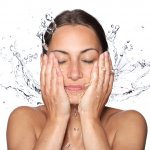 If you have oily skin and large pores, this article is going to help you tackle the problem with its recommendations for the best face wash and skincare products for such type of skin. Read more to find out!