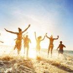Mùa hè là một thời điểm thật đáng trông chờ bởi những chuyến du lịch tới vùng biển xanh đầy nắng. Để lưu giữ cho mình những khoảnh khắc ý nghĩa và đáng nhớ nhất, bạn đừng quên chuẩn bị thật nhiều trang phục đẹp trước khi lên đường. Trong bài viết dưới đây, Bp-guide sẽ giới thiệu đến bạn những gợi ý trang phục du lịch biển thật thoải mái và năng động, hãy cùng theo dõi nhé!