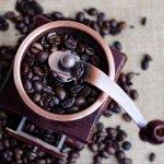 Saat pagi hari, kita butuh suntikan semangat. Salah satu yang bisa kembalikan semangat kita adalah secangkir kopi. Nah, supaya kopi selalu segar, kamu bisa lirik grinder kopi manual untuk kamu miliki. Dengan alat ini, kamu bisa bikin kopi yang segar dengan mudah kapan saja. Intip rekomendasinya dari kami!