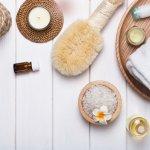 Kamar mandi adalah tempat yang sangat penting dalam sebuah rumah atau hunian. Kebersihan dan kerapian kamar mandi bisa jadi petunjuk bagaimana si pemilik merawat dirinya sendiri. Jadi, jika ingin membuat para tamu atau orang yang datang ke rumah Anda terkesan, jadikan kamar mandi Anda tempat yang bersih, rapi, dan menyenangkan. Hal tersebut bisa diwujudkan dengan beberapa aksesori kamar mandi rekomendasi BP-Guide berikut ini.