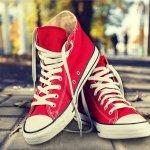 Kamu akan menyadari bahwa sepatu Converse All Star itu tak lekang oleh jaman, baik designnya maupun logo-nya. Bagi yang masih sekolah, tanya saja ortu kamu atau om tante kamu yang dulu masih duduk di bangku sekolah tahun 90an, pasti pernah mengalami jaman populernya sepatu ini. Namun untuk sekarang banyak varian sepatu converse, mulai dari yang klasik sampai yang modifikasi tanpa mengubah design dasarnya. BP-Guide akan memberikan informasinya.