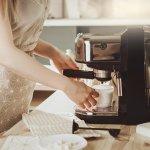 Ada sebagin orang yang suka menikmati kopi dengan cara yang cepat. Maka, kopi instan menjadi pilihan utama. Dengan menggunakan mesin kopi terbaik, rasa kopi instan Anda bisa menjadi seenak kopi di kafe, loh.