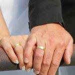 結婚記念日にはペアグッズプレゼントが喜ばれる理由は?選び方のポイントは?相場は?これらの疑問を徹底調査してまとめました。相手がファッションに興味がある場合は、腕時計やアクセサーなどのファッションアイテムがおすすめです。こちらでは、結婚記念日に人気のおしゃれなペアグッズプレゼントを【2020年版】ランキング形式でご紹介させていただきますので、是非参考にしてください。
