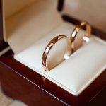 結婚記念日のプレゼントに人気のペアリングブランドを【2019年度 最新版】としてランキング形式でご紹介します。ペアリングを普段着けしたいのであれば、結婚指輪より控えめのデザインにするのがおすすめです。ぜひ参考にご覧ください。
