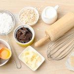 Membuat kue tidak bisa dikatakan gampang, meski juga tidak bisa dikatakan sulit. Membuat kue bisa melepas rasa stres juga menjadikan Anda bisa berkreasi. Apalagi dekat dengan hari Lebaran, tentu membuat kue menjadi salah satu hal yang bisa Anda lakukan untuk mengisi waktu di akhir Ramadan, bukan?