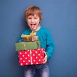 Berikan Si Kecil 10 Rekomendasi Kado untuk Anak Laki-Laki Usia 5 Tahun Ini untuk Mengasah Bakatnya! (2020)