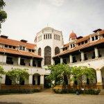 Kota Semarang memiliki daya tariknya tersendiri bagi mereka yang suka berwisata dengan budget terbatas. Anda bisa menyimak tips memilih penginapan yang nyaman lengkap dengan rekomendasi penginapan murah dari BP-Guide berikut ini!