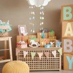 Menjenguk bayi sudah jadi kebiasaan jika ada tetangga, sahabat, atau saudara yang melahirkan. Saat menjenguk bayi, seringkali kita juga membawa kado. Pilihlah kado yang tepat agar pemberian ini bisa berguna untuk si kecil yang baru lahir.