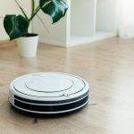 自動で床をきれいにしてくれるロボット掃除機は、家事の負担を軽減する便利なアイテムです。今回編集部では、webアンケートなどを元に、たくさんの人に選ばれているロボット掃除機を調査しました。特に人気のあるブランドをランキングにまとめ、商品の特徴やおすすめポイントを紹介しています。ぜひ最後までチェックして、日常で役立つロボット掃除機を見つけてください。